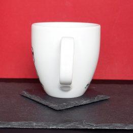 biały kubek porcelanowy